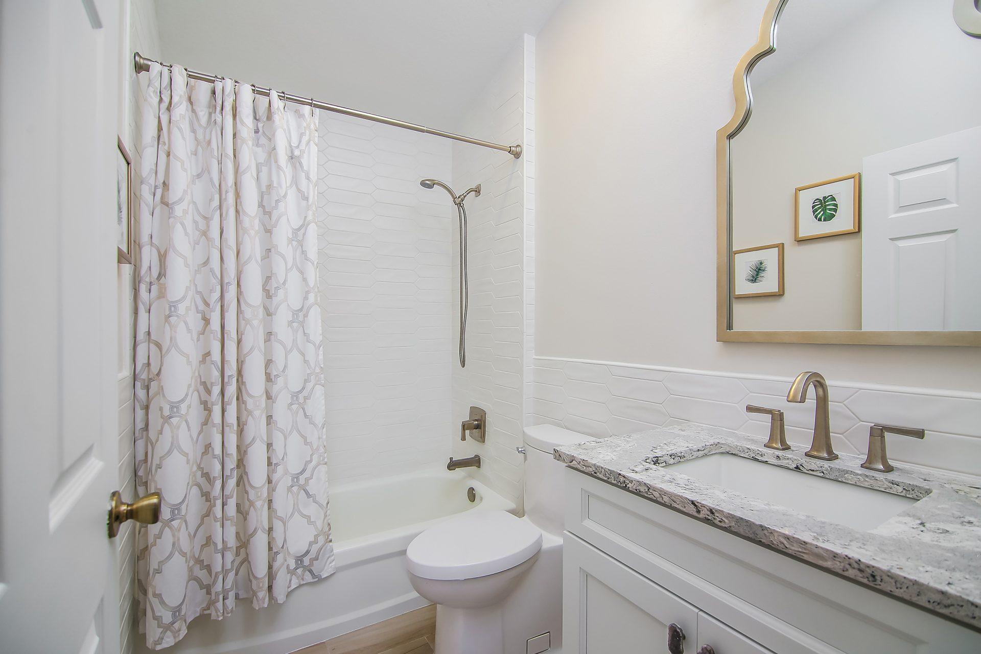 Fern Circle | Guest Bathroom