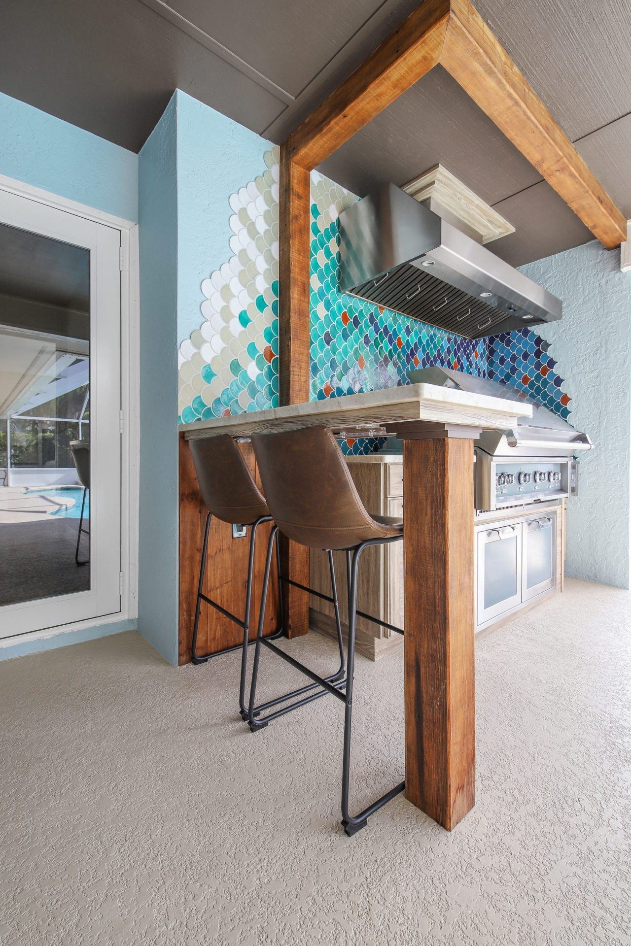 Fish Scale Outdoor Kitchen | Bar Seating