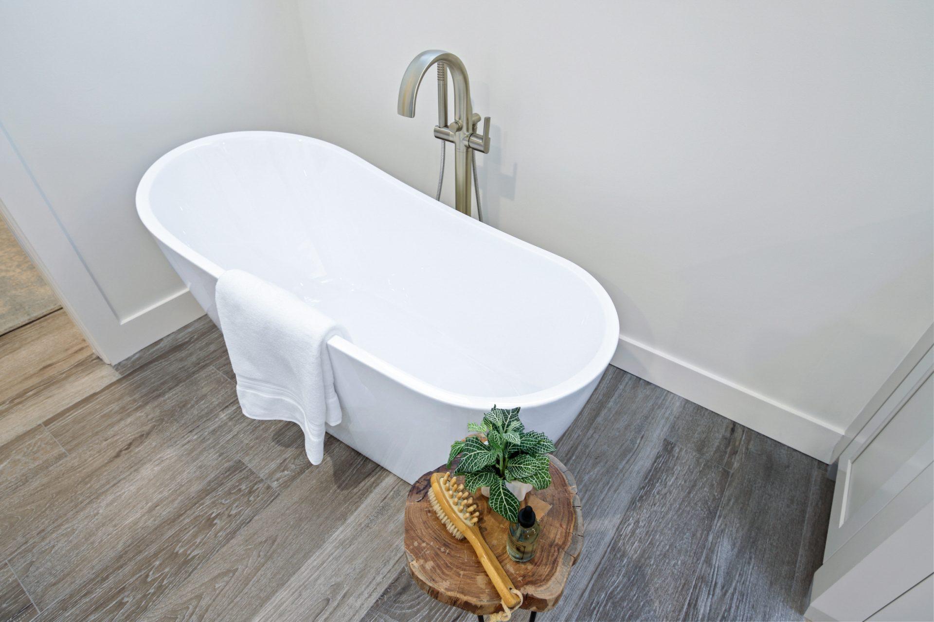 Oakhaven Oasis   Master Tub