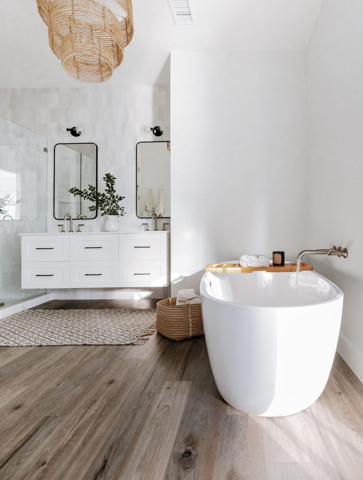 Wisper Bay | Master Bathroom